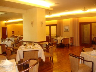 empty-restaurant-1442465.jpg