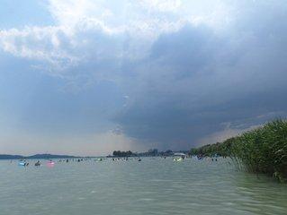 Orage fait son apparition sur le lac Balaton en Hongrie