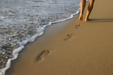 Free footprint in the sand Images, Pictures, and Royalty ...