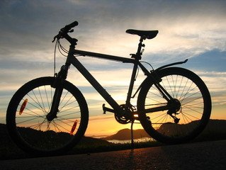 fiets in zonsondergang 2