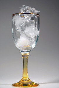 glss of wine and ice