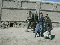 Patrouille met meelopende Afgh