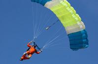 skydivers landing 1