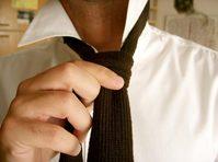 tieing the necktie