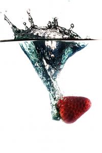 Strawbery splash over white free photos 1