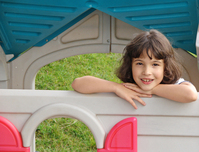 Juli en su playhouse