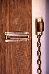 Door locker with chain