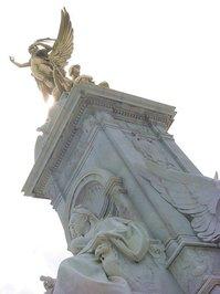 london.buckingham.angelstatues