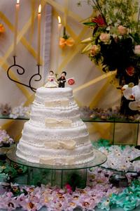 Cake with groom holding Internacional Flag