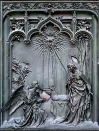 Details of Milano's Duomo door 2
