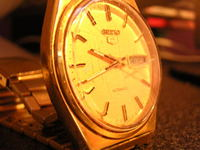 gold_wristwatch