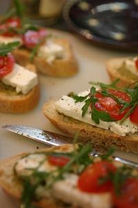 salat tomato cheese on bread