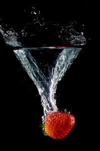 Strawbery splash over black photos 1