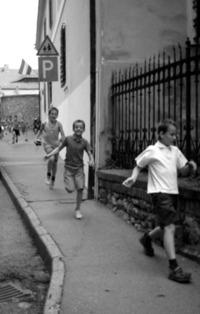 children are running
