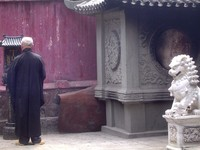 praying buddhist
