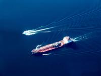 Tanker,Lawrence,Boat,Speedboat,Wave,Water,Wake,River