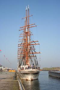 Sedov sailing ship 16