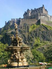 edinburgh castle and fountain
