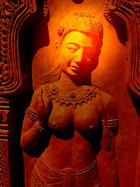 Svätožiara - aura - osvetlená hlava na soche v Indii