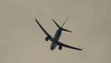 Plane aproaching