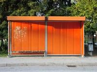 busstop orange