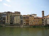 bordering the Arno