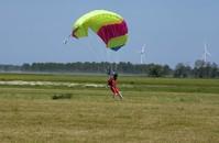 skydivers landing 3