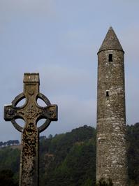 Glendalough - Celtic cross - round tower