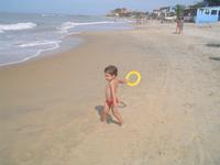 little boy playng frisbee 1