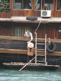 Making,Money,Buying,Boat,Vietnam,Halong,Bay,Off,Shore,Vietnamese,Lady,Tourist,Cruise,Activities
