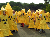 Manisfestation against missile 3