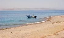 boat in eilat beach