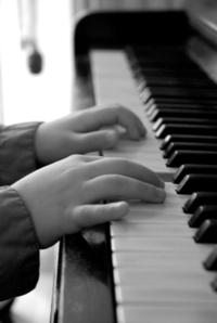 Hand & Piano