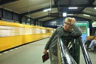 metro arrivng at Gleisdreieck
