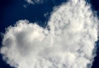 Milosť - zákon milosti - biele srdce na nebi - srdce vytvorené z bielych oblakov na modrej oblohe