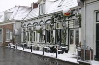 besneeuwde huizen in Spaarndam