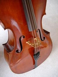Corpus of on old cello