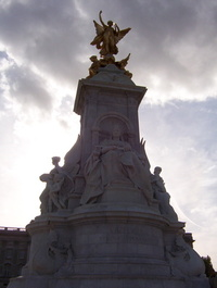 Statue, Buckingham Palace