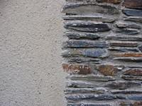 Half wall / Half stones