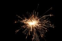 Nový rok - prskavka - zapálená prskavka - žiara prskavky