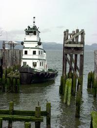 Columbia River tug boat - moor