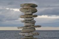 Rovnováha - kamene postavené na sebe - veža postavená z kameňov - Zen - Zen štýl
