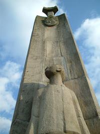 Statue monument