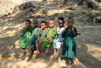 6 little Ethiopian girls