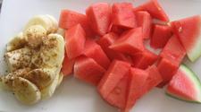 Banana with cinnamon and melon
