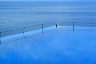 Floating pool