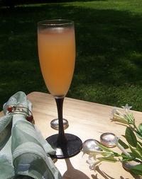 Wine Spritzer in Champagne Flute