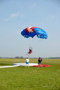 skydivers landing 4
